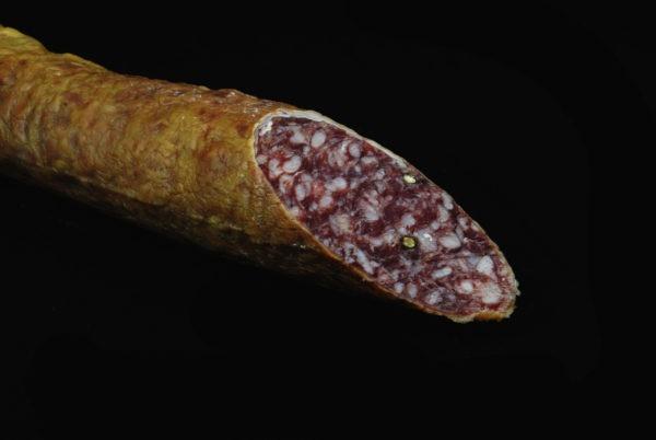 Tripa de salchichón ibérico 100% abierta por la mitad