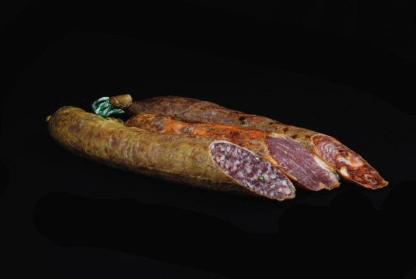 Tripas de ibéricos 100%: salchichón, chorizo y lomo ibérico abiertas por la mitad